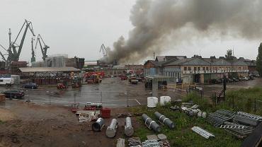 Pożar magazynu w stoczni w Gdańsku.
