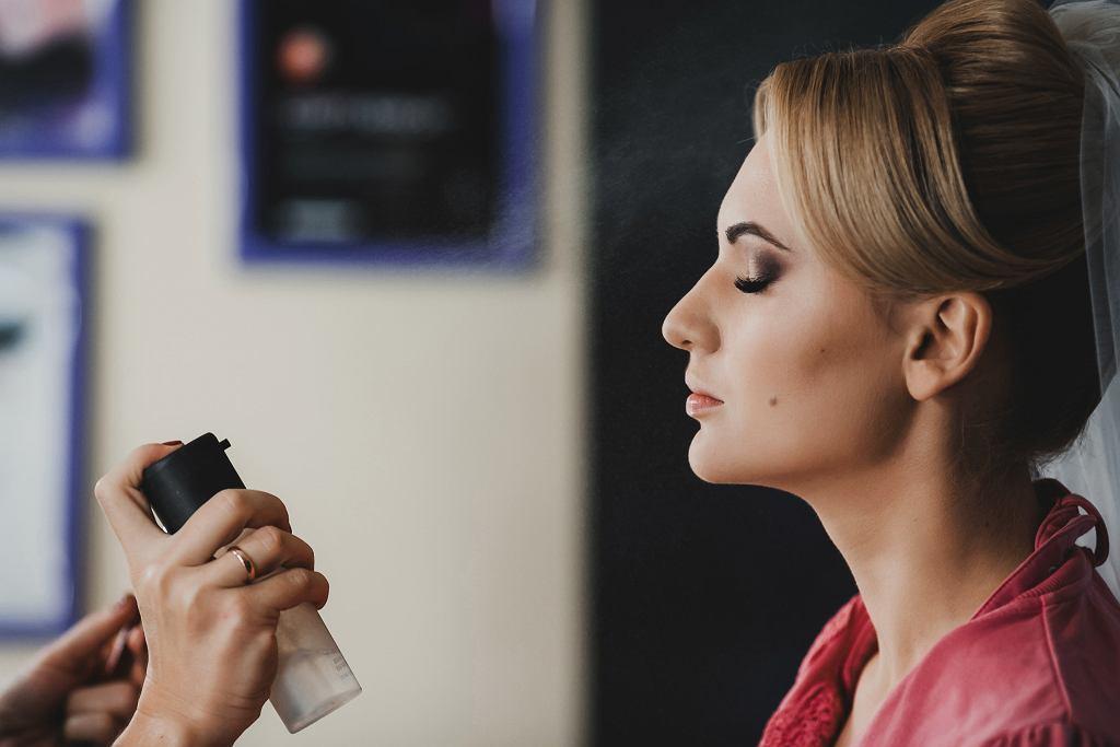 Utrwalacz do makijażu : jak stosować? Który wybrać?