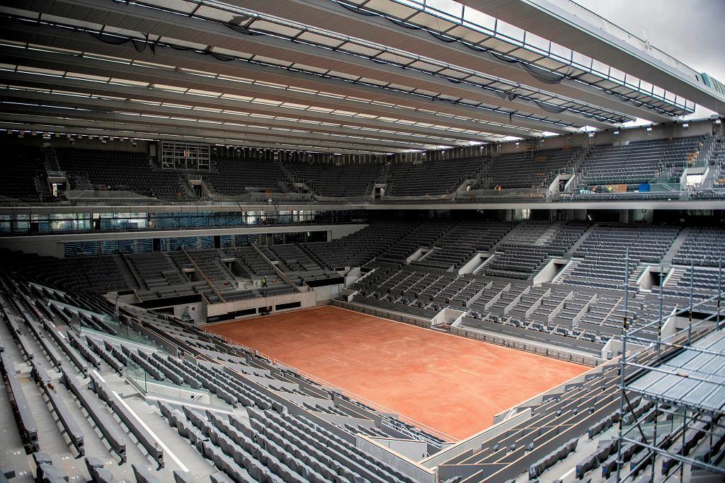 Roland Garros 2020 ma się odbyć na przełomie września i października. Na zdjęciu kort im. Philippe'a Chatriera, na którym stanęły prace przy budowie dachu