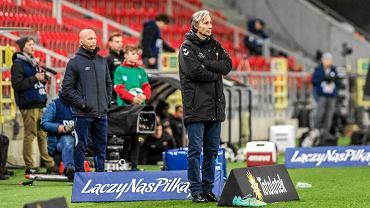 Trener Ryszard Komornicki podczas meczu GKS-u Tychy z Cracovią w 1/4 Pucharu Polski
