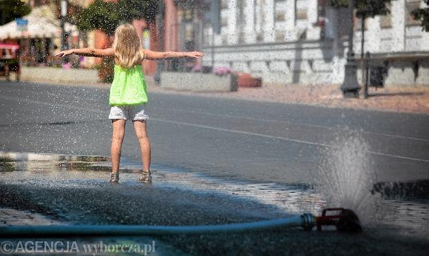 Kurtyny wodne w miastach to dobry sposób walki ze skutkami upałów