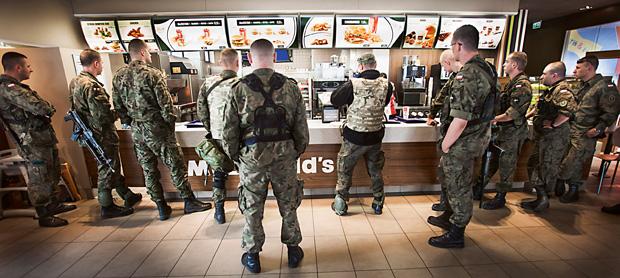 mój pierwszy raz, Mój pierwszy raz: misja Rosomak, W McDonaldzie