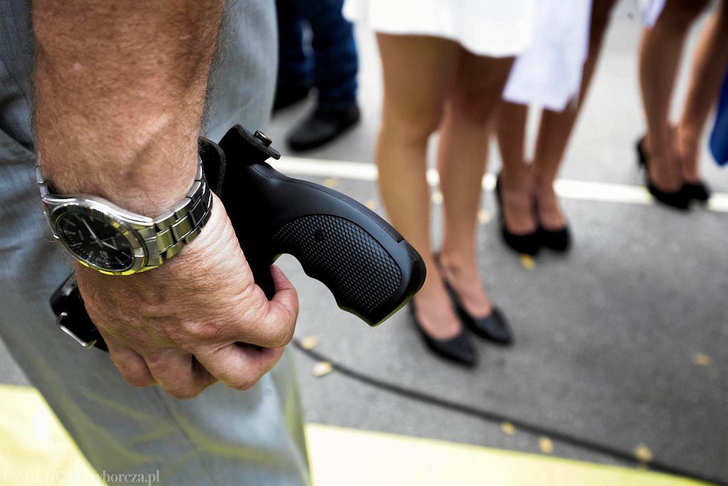 Włochy. Nieszczęśliwy wypadek w Alei Krakowskiej. Mężczyzna z raną postrzałową zmarł