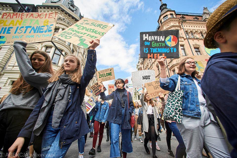 https://bi.im-g.pl/im/85/ac/17/z24822917V,Mlodziezowy-Strajk-Klimatyczny-w-Lodzi-.jpg