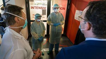 Niemcy i koronawirus. Minister zdrowia Jens Spahn w szpitalu w Wiesbaden.