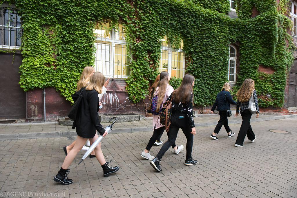 'Pozbywanie się uczniów ze szkoły na kilka miesięcy, tygodni przed maturą to działania marginalne, raczej należące do rzadkości, ale w swojej ekstremalnej formie ujawniają to, co często pozostaje niezauważone. Polska edukacja stoi wynikami egzaminów, a nie potrzebami uczniów i rozwijaniem ich potencjału'