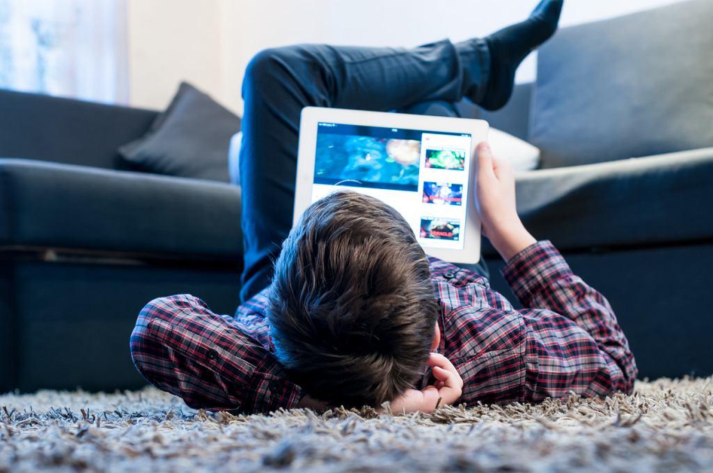 Każda godzina korzystania z urządzeń dotykowych to 15 minut snu mniej w trakcie doby.