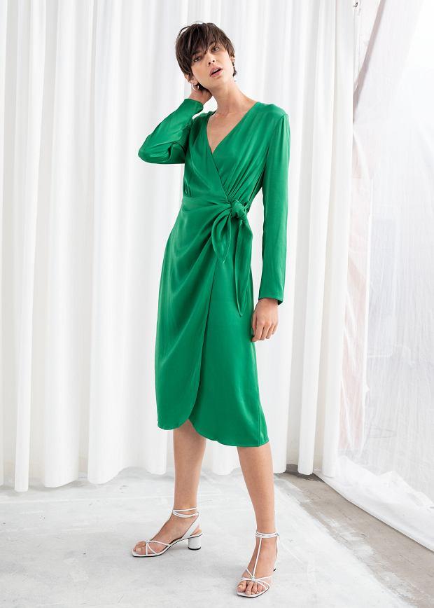 Sukienka w odcieniu szmaragdowej zieleni
