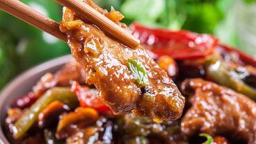 Kurczak gong bao (inaczej kurczak kung pao) to potrawa pochodząca z chińskiej prowincji Syczuan