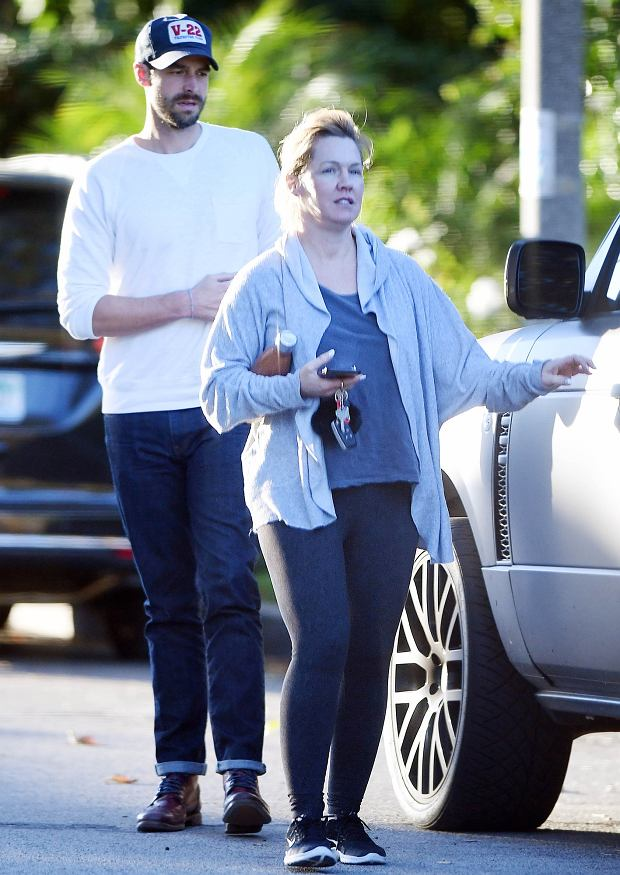 EXCLUSIVE: Jennie Garth kisses husband David Abrams after attending a birthing class together in North Hollywood on Wednesday. Jennie dressed her baby bump in comfortable maternity clothes.  Pictured: Jennie Garth and David Abrams