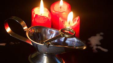 Lanie wosku jest jedną z najstarszych wróżb wykorzystywanych podczas andrzejkowych zabaw