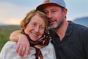 Andrzej Piaseczny z mamą w programie 'Starsza pani musi fiknąć'