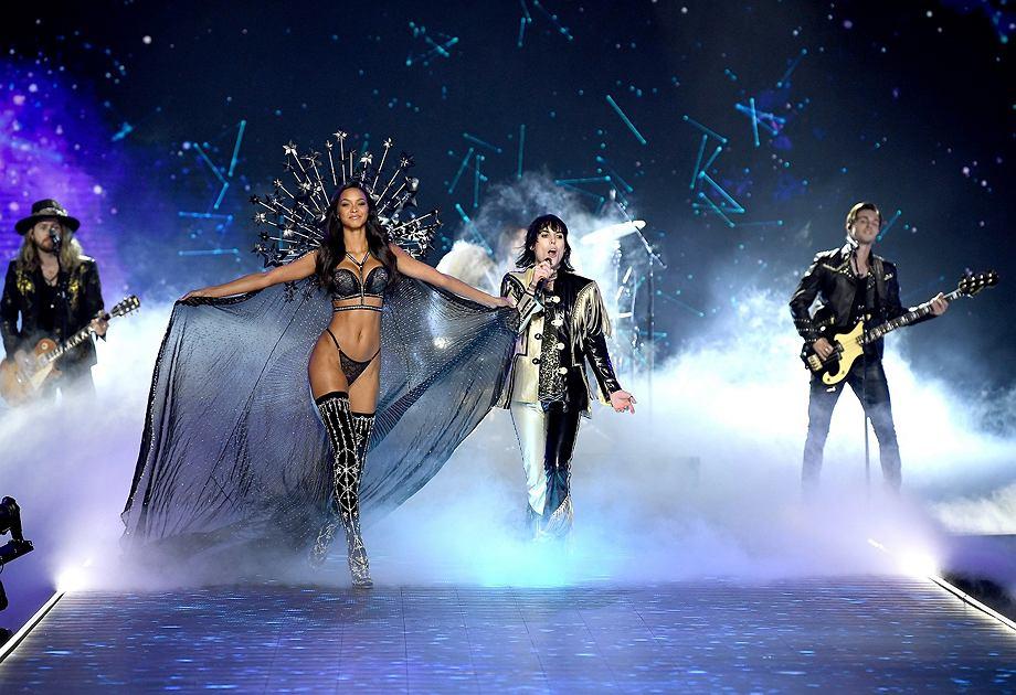 Muzyka na żywo to kluczowy element pokazów Victoria's Secret. Na scenie wystąpili m.in. The Struts