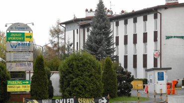 Budynki Centrum Sportowego przy ul. Ceglanej w Katowicach. GKS Katowice  właśnie stracił hotel