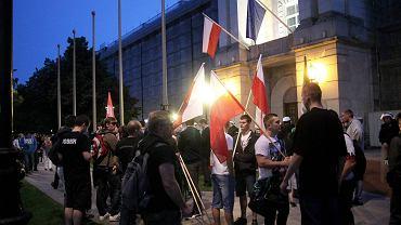Manifestacja narodowców pod kancelarią premiera w Warszawie 16 czerwca 2014 r. W drodze spod siedziby MSW doszło do szarpaniny z policją, w czasie której za pobicie funkcjonariusza zatrzymano Marcina F.