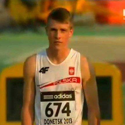 Mistrz Polski juniorów biega w rozdartych butach