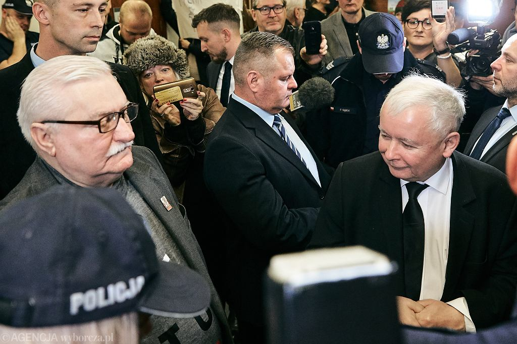 Lech Wałęsa i Jarosław Kaczyński przed salą sądową