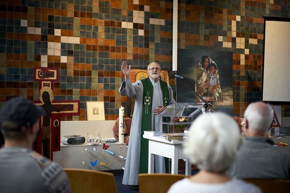 Msza w protestanckim kościele w Hadze uniemożliwiająca deportację rodziny Tamrazjanów