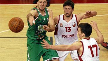 Podaje Paweł Podobas (Legia)