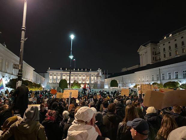 Protest przed Pałacem Prezydenckim w Warszawie