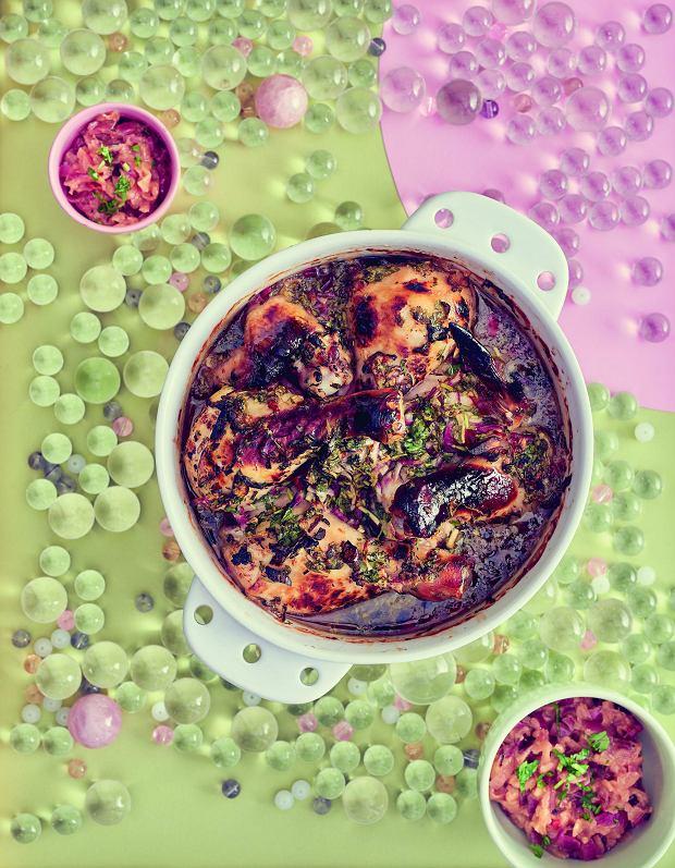 Kawałki kurczaka marynowane wcydrze, imbirze ichili zcydrowym chutneyem jabłkowo-cebulowym
