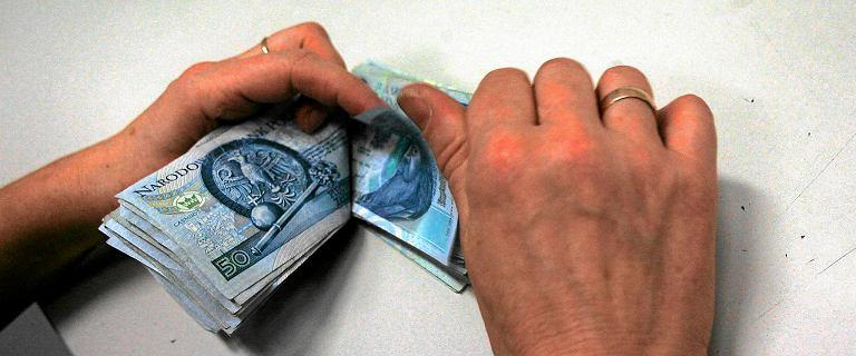 Długi Polaków idą w dziesiątki miliardów złotych