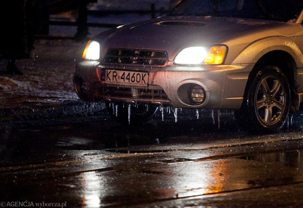 Ostrzeżenia meteorologiczne. IMGW ostrzega m.in. przed oblodzeniem (zdjęcie ilustracyjne)