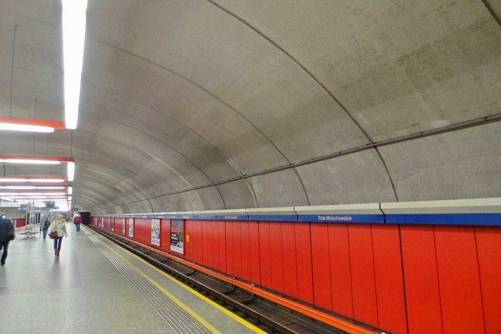 Umyty już sufit na stacji Pole Mokotowskie