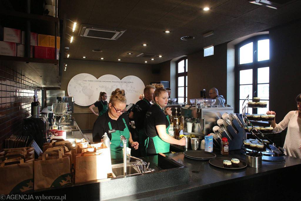 Kawiarnia Starbucks na rynku Manufaktury w Łodzi