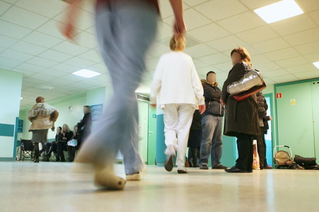 Wiele osób ze szpitalnego personelu odeszło na emeryturę (Fot. Łukasz Ogrodowczyk / Agencja Gazeta)