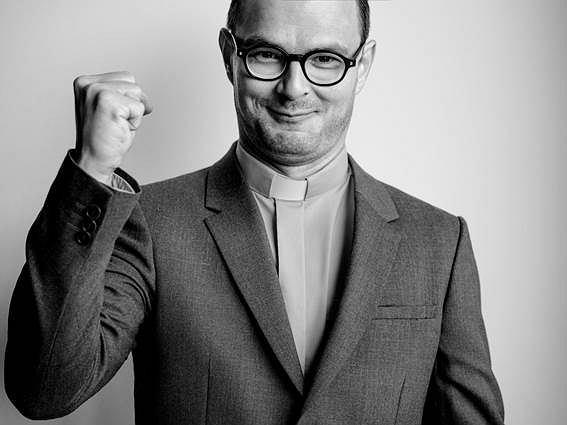 Dawid Ogrodnik jako ks. Kaczkowski