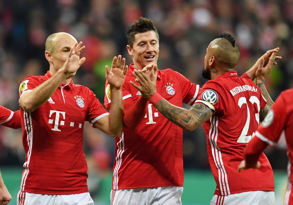 Robert Lewandowski i jego koledzy z Bayernu Monachium cieszą się z kolejnego zwycięstwa