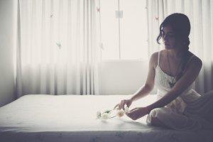 Spanie na twardym materacu jest zdrowe. Prawda czy mit?