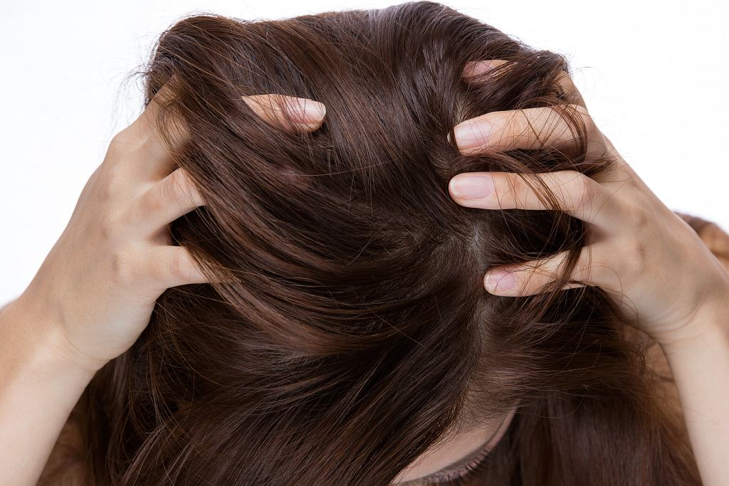 Krople żołądkowe na włosy. Tani hit, dzięki któremu kosmyki rosną szybciej (zdjęcie ilustracyjne)