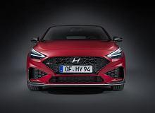 Nowy Hyundai i30. Nie tylko odświeżona stylistyka i nowości we wnętrzu. Kompakt otrzymał miękką hybrydę