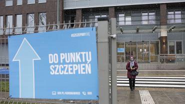 Szczepienia seniorów przeciw COVID-19 w Szpitalu Południowym. Warszawa, 25 stycznia 2021