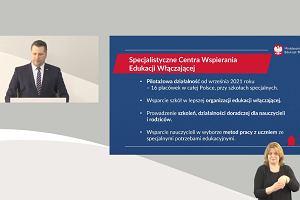 """Minister Przemysław Czarnek o fake newsach dot. zamknięcia szkół specjalnych. """"Jasno i otwarcie mówię: to nieprawda"""""""