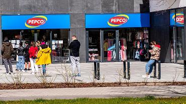 Pepco sprzedaje modne jeansy za 50 zł. To model, który uwielbiają kobiety. Ich krój wyszczupla (zdjęcie ilustracyjne)