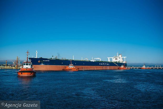 Ropa z Iranu już w Gdańsku. Do portu wpłynął ogromny tankowiec [FOTO, WIDEO]