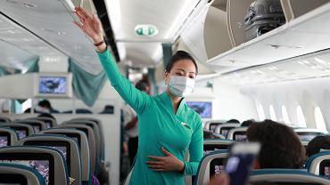 Koronawirus uderza w linie lotnicze, które zwalniają pracowników. Potrzeba miliardów na ratunek