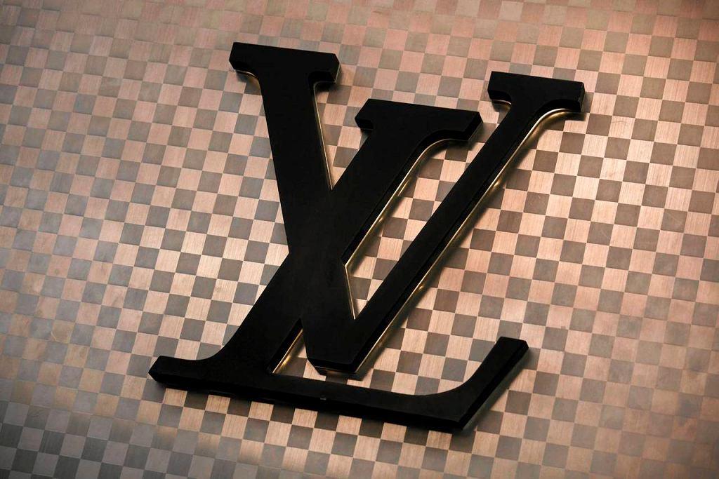 Torebki Louis Vuitton na aukcjach internetowych kuszą cenami. Jednak ten zakup to błąd (fot. Bobby Yip/Reuters)