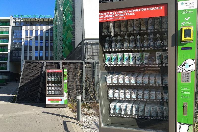 W Warszawie i Krakowie stanęły pierwsze maseczkomaty