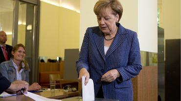 Angela Merkel głosuje w Berlinie w wyborach do europarlamentu