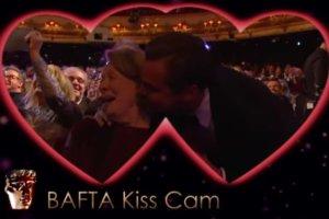 Leonardo DiCaprio całuje Maggie Smith