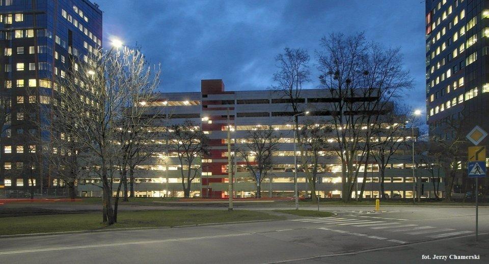 Nowy parking wielopoziomowy powstał w kompleksie biurowym Millennium Towers przy Strzegomskiej 42