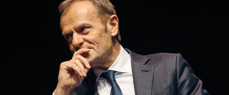 """Donald Tusk uderza w rząd PiS. Pisze o """"zarabianiu na zarazie"""""""