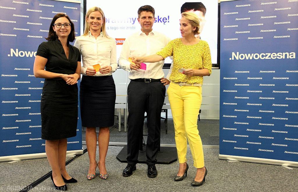 Kamila Gasiuk - Pihowicz, Joanna Schmidt, Ryszard Petru i Joanna Scheuring - Wielgus (wszyscy Nowoczesna) (fot. Sławomir Kamiński/AG)