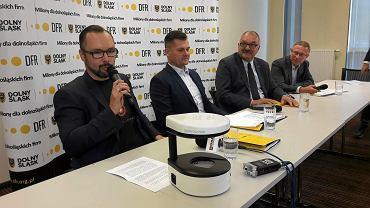 Informacja o współpracy została przekazana w poniedziałek podczas konferencji prasowej. Na zdjęciu: Michał Wronecki, prezes Bioavlee, Marek Ignor, prezes DFR, Cezary Przybylski, marszałek województwa dolnośląskiego, i Waldemar Chudziak, rzecznik prasowy DFR