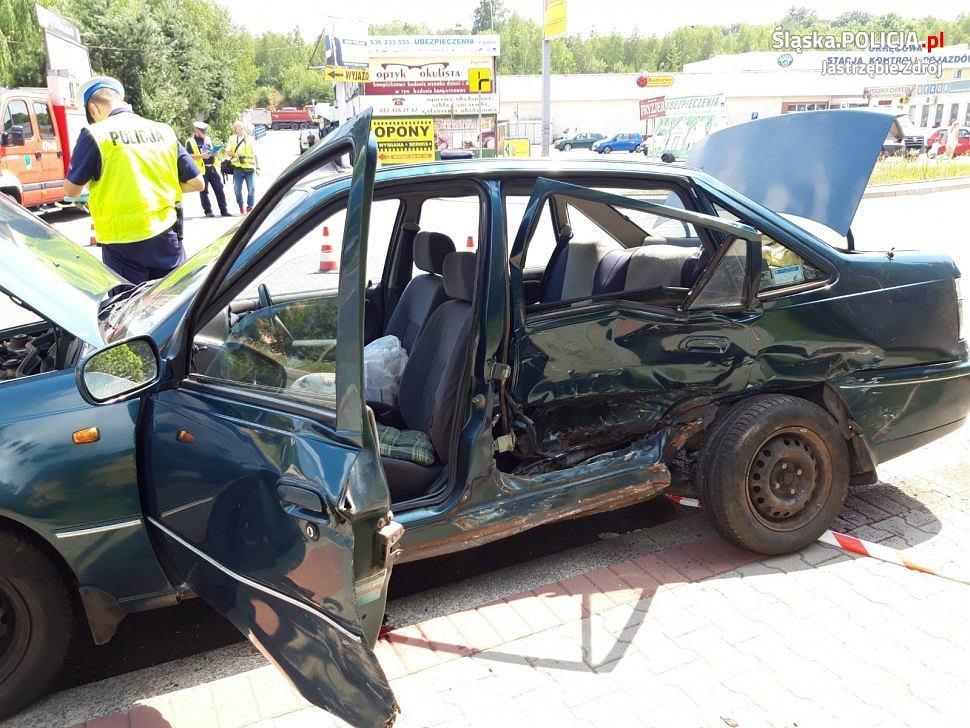 Jastrzębie-Zdrój. 93-letni kierowca nie żyje. Wyjeżdżał z parkingu i nie ustąpił pierwszeństwa