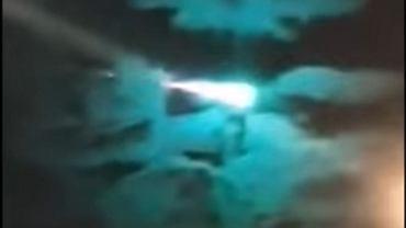Australia. Kula ognia przemierza nocne niebo. Nagranie z tajemniczym obiektem podbija sieć [WIDEO]